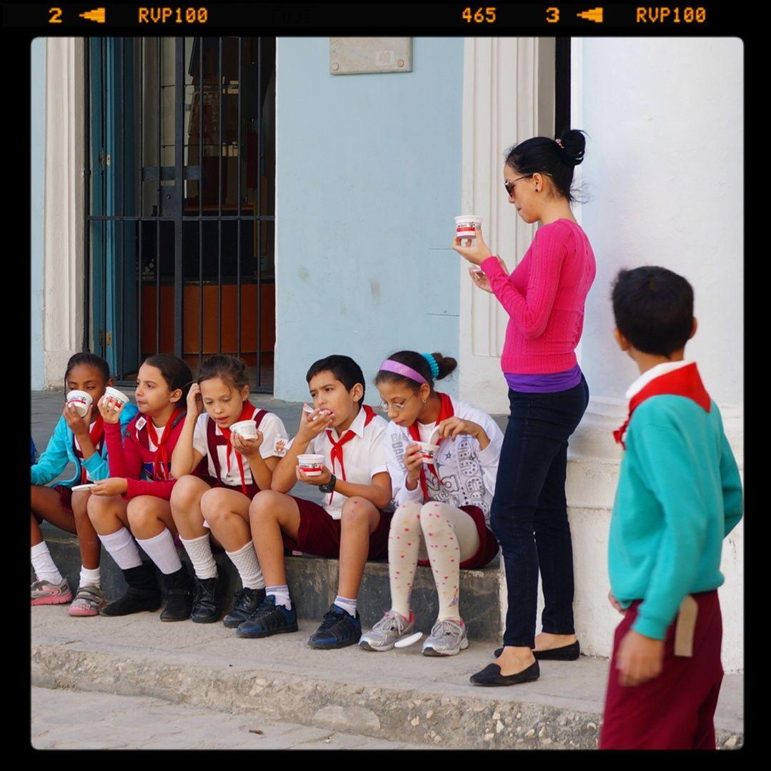 Escolares de recreo en La Habana vieja.